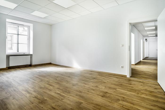 Helle Büroräume in der Landshuter Altstadt, renoviert, 2. OG, Aufzug