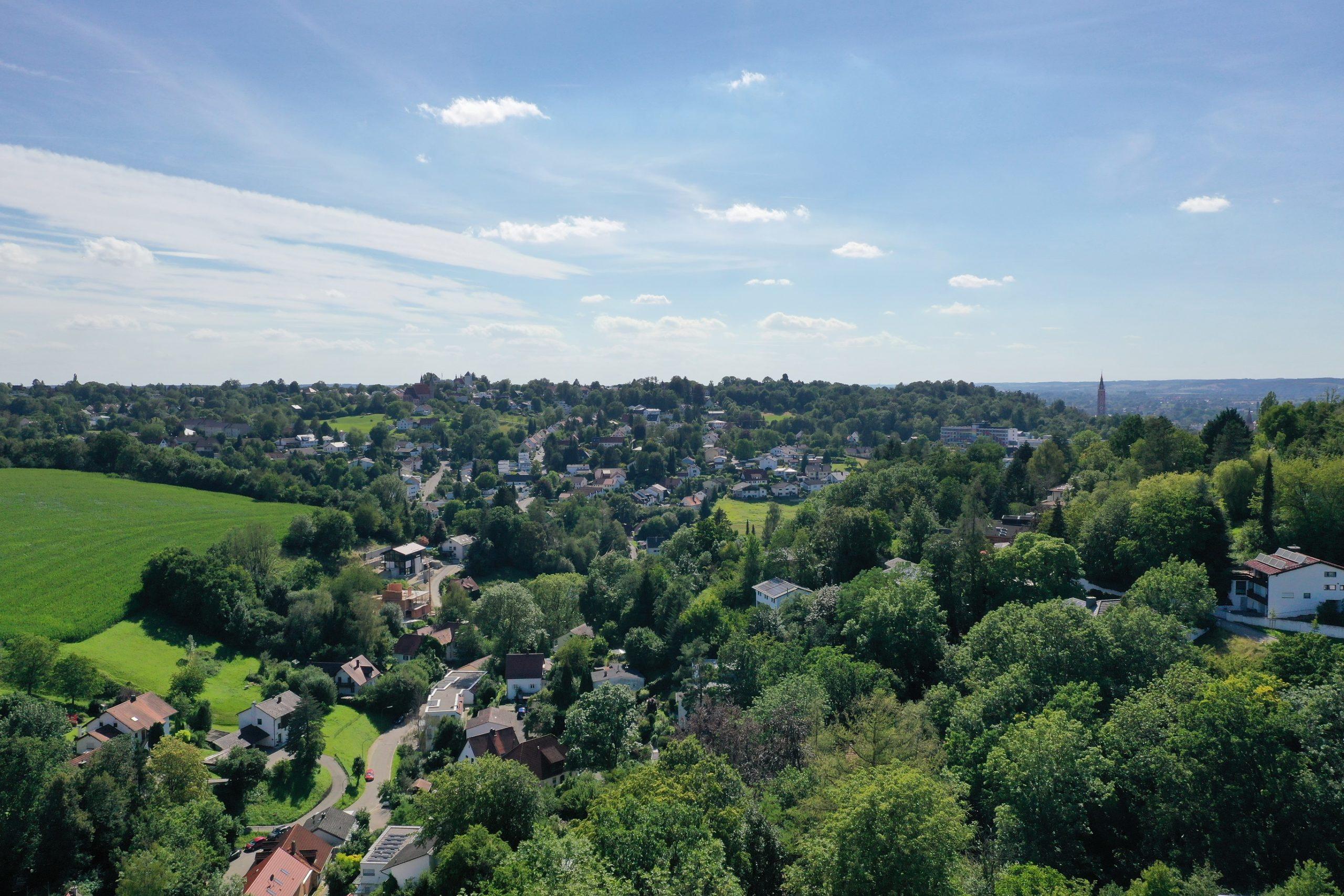 Attraktives Baugrundstück mit einmaligem Panoramablick in begehrter Wohnlage am Moniberg